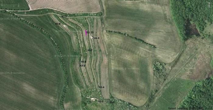 mikulov-kienberk---c006-b---obr2---letecky-snimek-se-zaznacenymi-lokalitami-k-3.9.2012.jpg